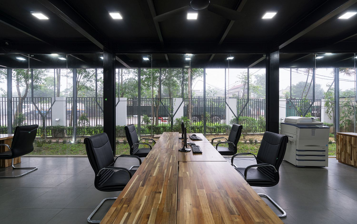 Large-wooden-table-for-the-modern-home-office